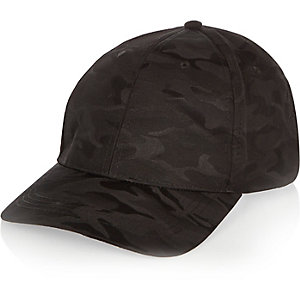 Schwarze Kappe mit Camouflage-Muster