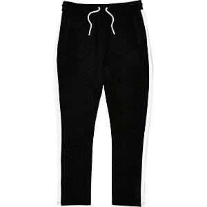 Schwarze Jogginghose mit Seitenstreifen