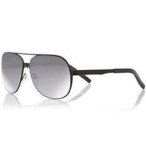 Black mirrored aviator-style sunglasses