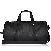 Schwarze, perforierte Reisetasche