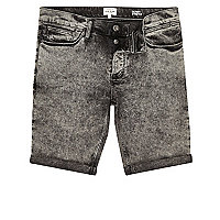 Schwarze Skinny Jeansshorts in Acid-Waschung