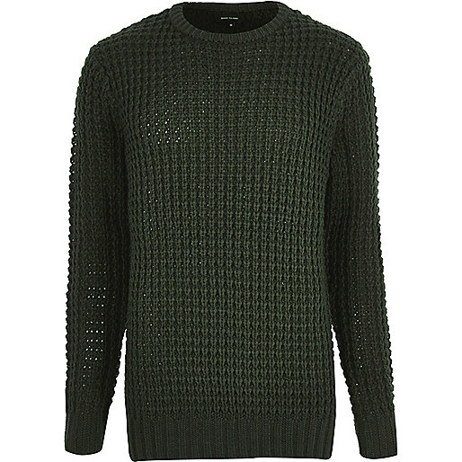 Dunkelgrüner Pullover mit grober Waffelstruktur