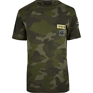 Green camouflage badge T-shirt
