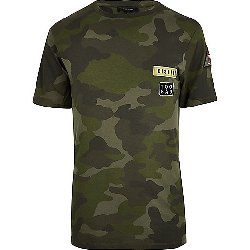 Grünes T-Shirt mit Camouflage-Muster
