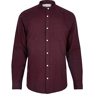 Beerenrotes, schmales Oxford-Hemd mit Grandad-Kragen