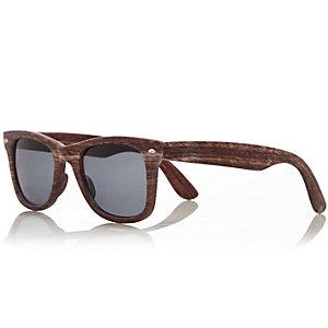 Brown wooden retro sunglasses