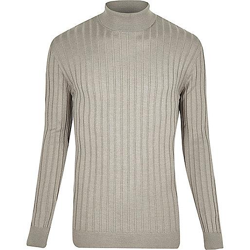Grauer Pullover mit Rollkragen