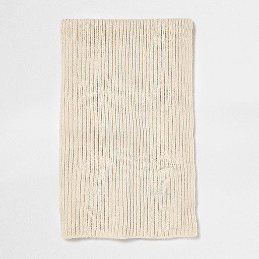 Écharpe côtelée écrue style marin