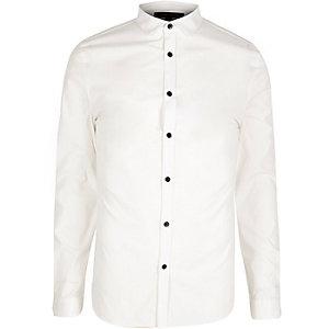 Weißes, elegantes, schmales Poplinhemd