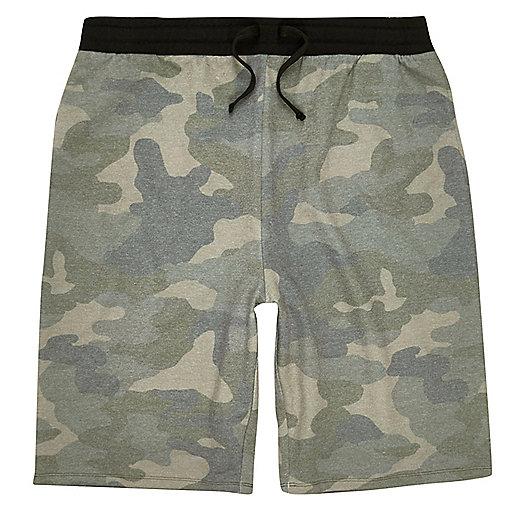 Grüne Jogging-Shorts mit Camouflage-Muster