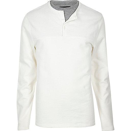 Weißer, zweilagiger Grandad-Pullover