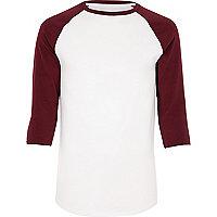 T-shirt rouge et blanc à coupe ajustée et manches raglan