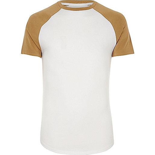 T-shirt jaune et blanc à coupe ajustée et manches raglan
