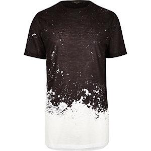Schwarzes, langes T-Shirt mit Sprenkelmuster