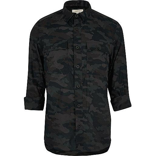 Schwarzes, lässiges Camouflage-Hemd
