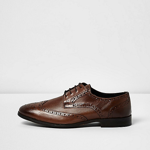 Chaussures richelieu habillées en cuir marron