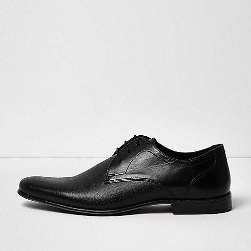 Formelle schwarze Schuhe aus geprägtem Leder