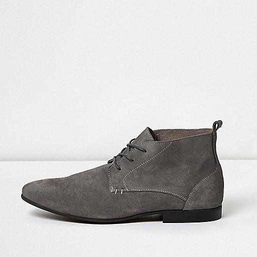 Bottes en daim gris à lacets