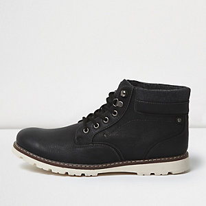 Black contrast sole boots
