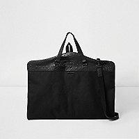 Schwarze Tasche mit Kroko-Bahnen