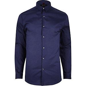 Chemise habillée bleu marine coupe près du corps