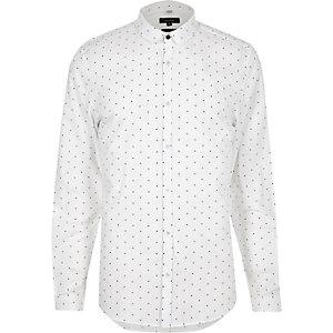 Weißes, gepunktetes Slim Fit Hemd