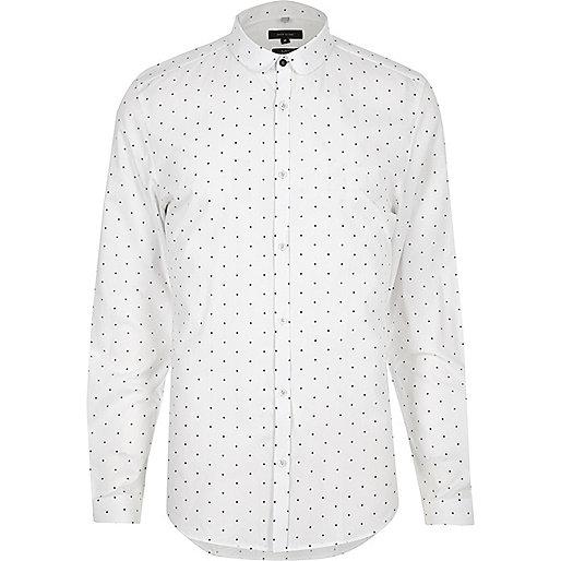 Chemise à pois blanche cintrée