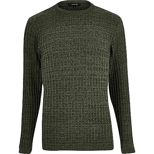 Dunkelgrüner, gerippter Pullover