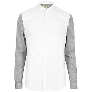 Weißes Oxford-Hemd mit Jerseyeinsätzen
