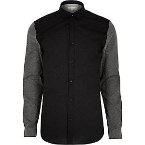 Schwarzes, figurbetontes Oxford-Hemd mit Jerseyärmeln