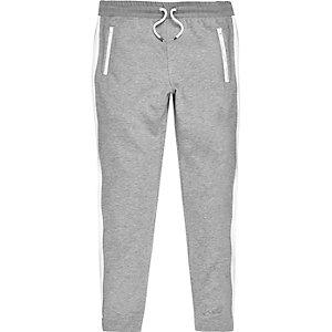 Pantalon de jogging gris à rayures sur les côtés