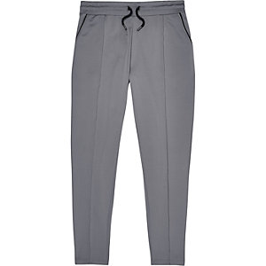 Jogging gris habillé