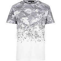 Weißes T-Shirt mit Camouflage-Muster