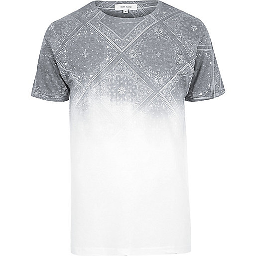 Weißes T-Shirt mit Bandana-Muster