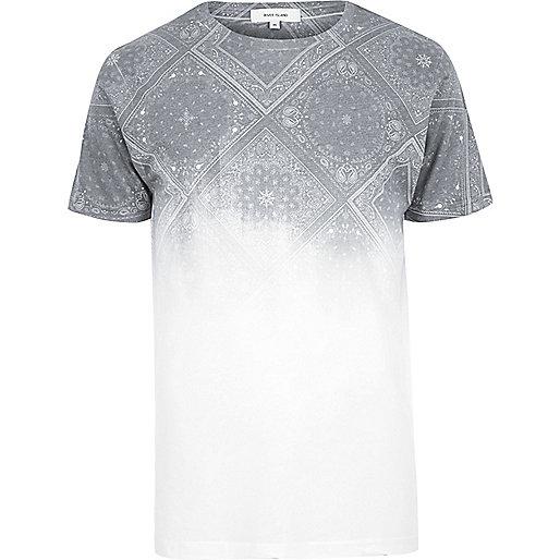 T-shirt blanc imprimé bandana délavé