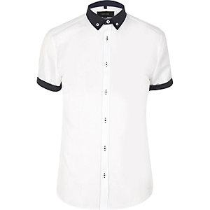 Schmales, weißes Hemd mit Kontrastkragen
