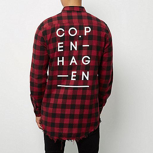 Chemise longue à carreaux rouge foncé à bords bruts