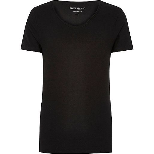 Schwarzes, figurbetontes T-Shirt mit V-Ausschnitt