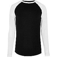T-shirt noir ajusté à manches raglan longues