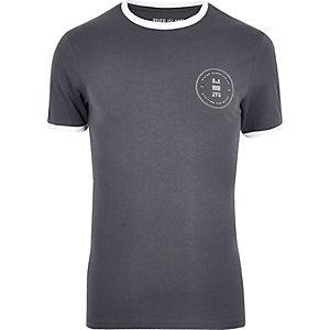 Graues, figurbetontes T-Shirt