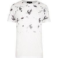 T-shirt blanc imprimé tête de mort en dégradé