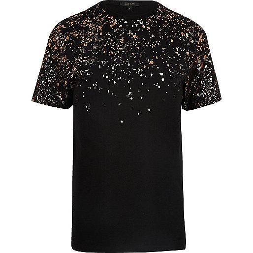 Schwarzes T-Shirt mit Fleckenmuster