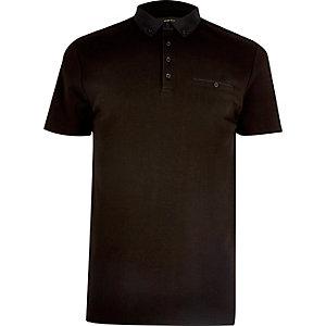 Polo noir à poche poitrine
