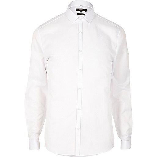 Chemise blanche cintrée à poignets mousquetaires
