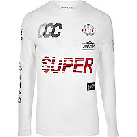 White print muscle fit long sleeve T-shirt