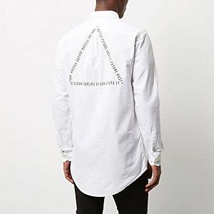 Weißes, langes Oxford-Hemd