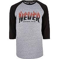 T-shirt imprimé Never Look Back gris à manches raglan