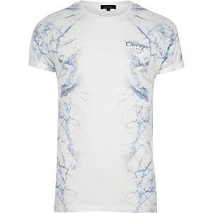 Weißes T-Shirt mit Marmorprint an den Seiten