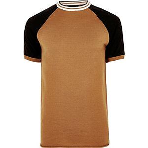 T-shirt marron clair cintré à manches raglan