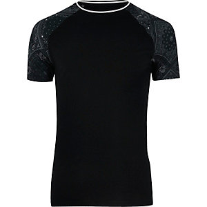 T-shirt raglan noir à imprimé bandana
